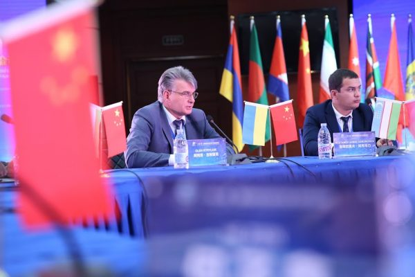Т.в.о. Голови Держгеонадр Олег Кирилюк взяв участь в Євразійському економічному форумі у м. Сіань, Китай.