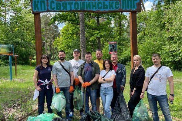 Держгеонадра Всесвітній день охорони навколишнього природного середовища присвятили прибиранню рекреаційних зон у Пущі-Водиці